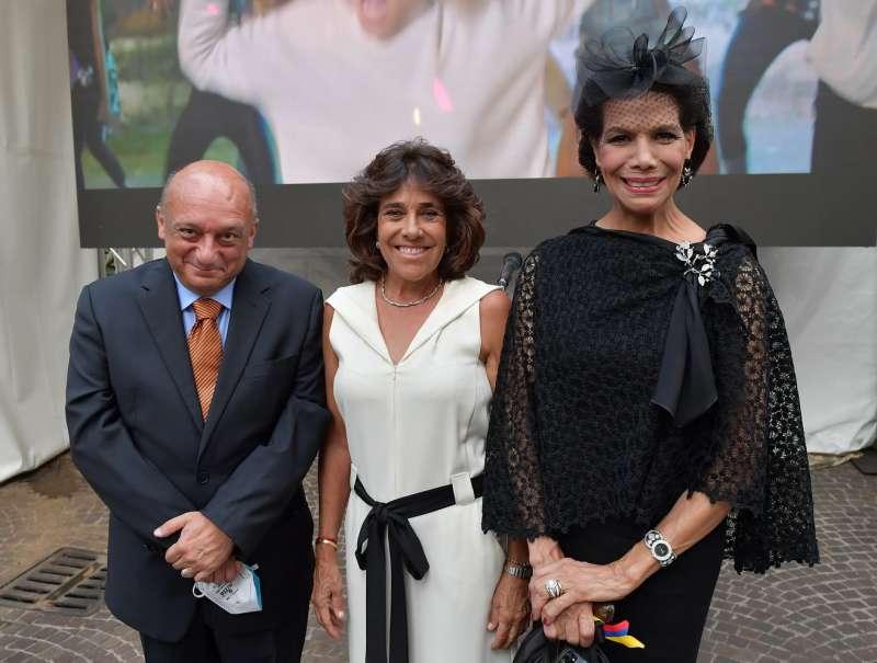 l ambasciatore gerardo amaduzzi l ambasciatrice della colombia gloria isabel ramirez e marisela federici foto di bacco