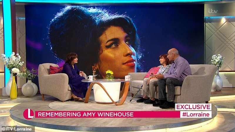 La madre e il padre di Amy Winehouse in tv