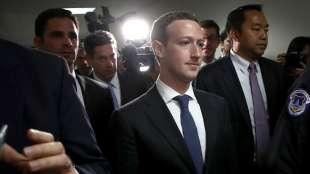 mark zuckerberg con la scorta