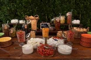 mozzarelle pomodorini e olive per gli invitati