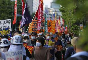 proteste olimpiadi tokyo 2020 5