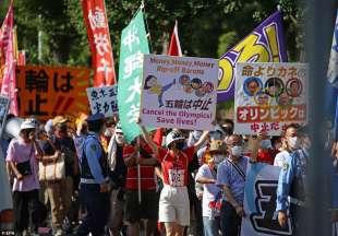 proteste olimpiadi tokyo 2020 6
