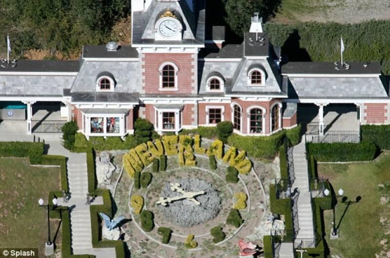 Il ranch di neverland in vendita la casa di michael for Foto di case di ranch