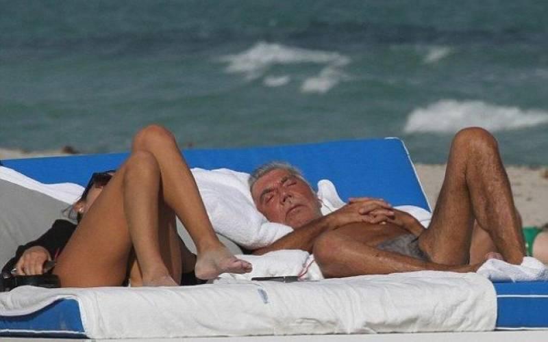 с молодой женой на пляже - 6