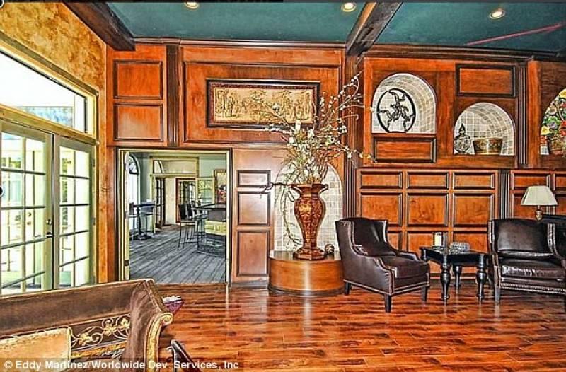 Una delle sette stanze di casa jackson in vendita la for Case con stanze nascoste in vendita