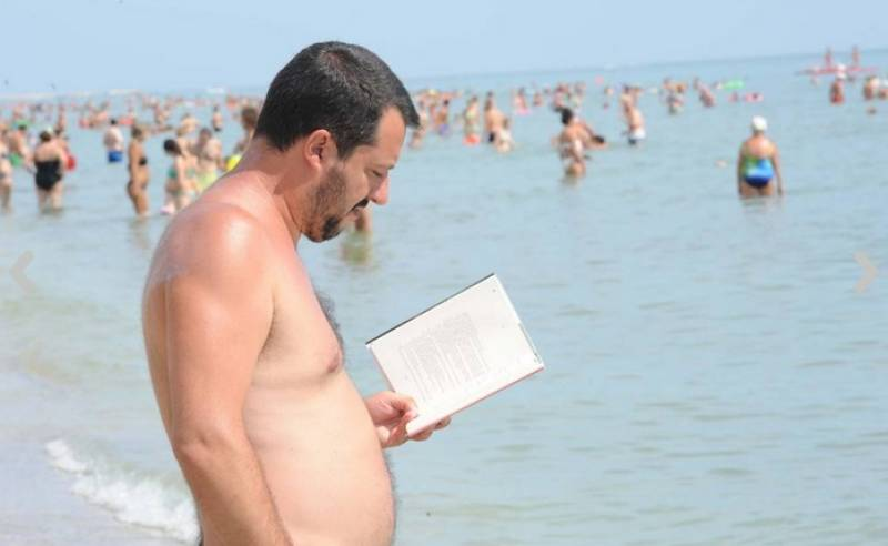 salvini al mare sulla spiaggia del papeete beach 2