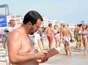 salvini al mare sulla spiaggia del papeete beach 3