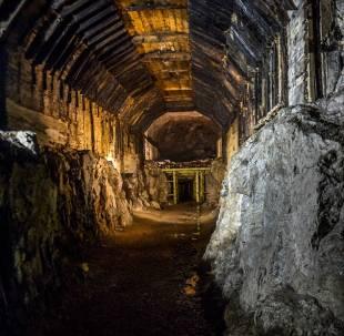 tunnel nelle montagne polacche con treno nazista