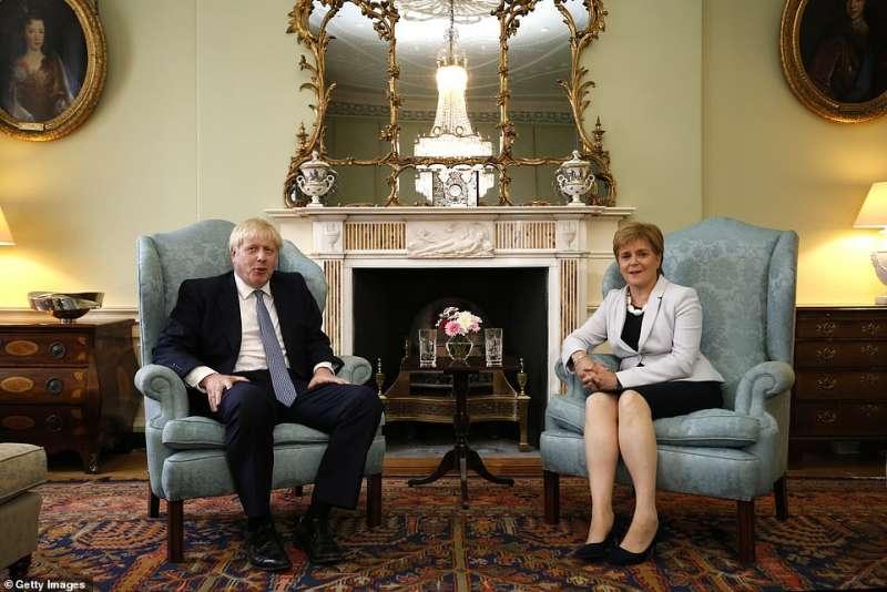 boris johnson con la premier scozzese nicola sturgeon
