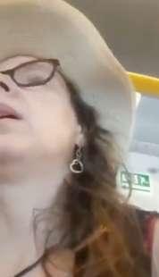 donna si rifiuta di mettere la mascherina in treno 5