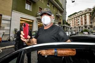 flavio briatore arriva a casa di daniela santanche' per la quarantena 4