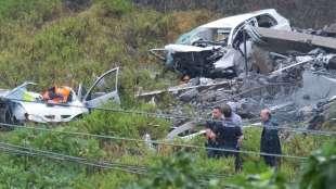 le carcasse delle auto sotto il ponte morandi
