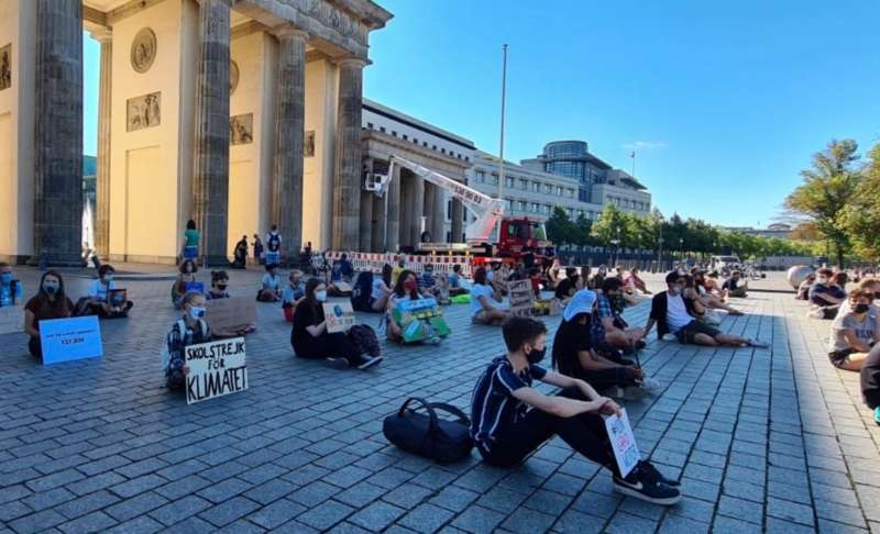 manifestanti fridays for future a berlino 2