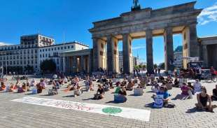manifestanti fridays for future a berlino 3