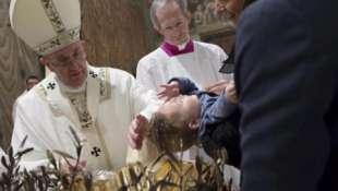 papa francesco battezza 1