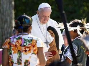 papa francesco con la divinita' pagana pachamama