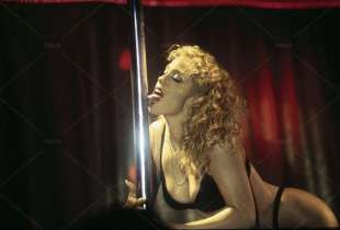 elizabeth barkley showgirls 2