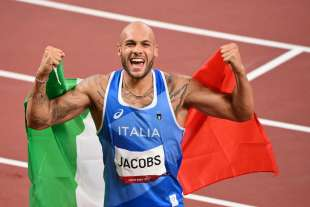 marcell jacobs vince i 100m a tokyo2020
