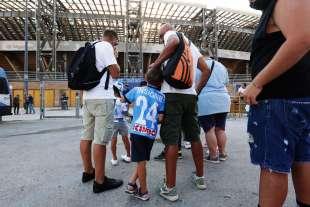 tifosi del napoli fuori dallo stadio
