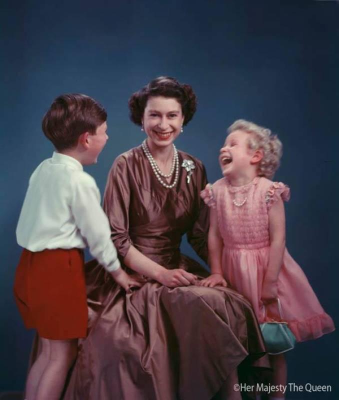 La regina con la principessa anne e il principe carlo for La regina anne casa