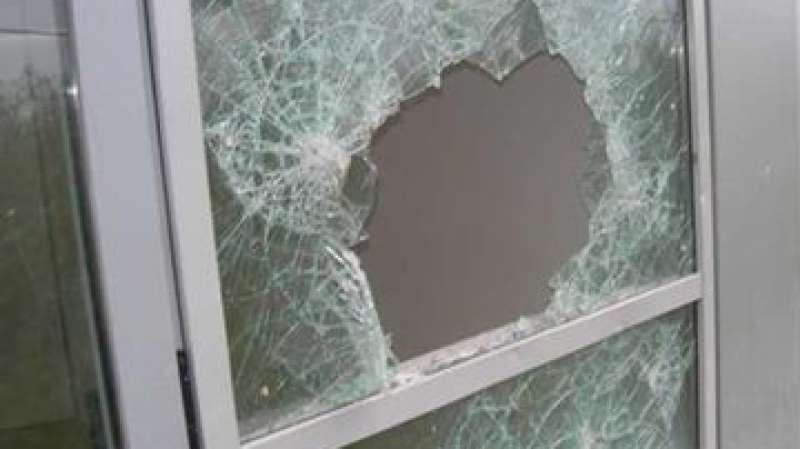 Risultati immagini per finestra rotta