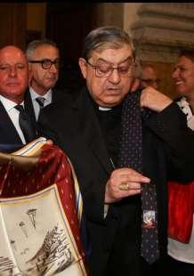 Cardinale Sepe sponsorizza foulard e cravatte