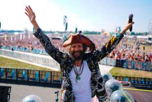 JOVE BEACH PARTY - IL CONCERTO DI JOVANOTTI A LINATE