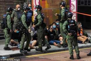 giovani arrestati a hong kong