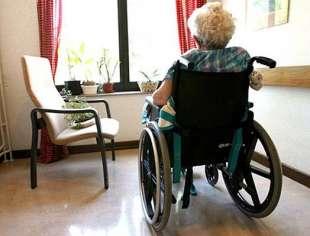anziano disabile in casa