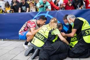 cristiano ronaldo colpisce una steward con una pallonata 8