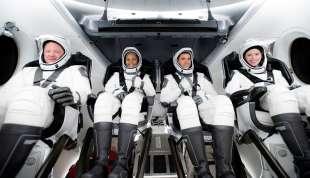 equipaggio spacex falcon 9 3
