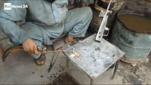 il supermercato mondiale di armi illegali al confine afgano 12