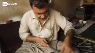 il supermercato mondiale di armi illegali al confine afgano 13