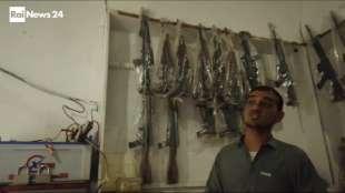 il supermercato mondiale di armi illegali al confine afgano 15