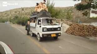 il supermercato mondiale di armi illegali al confine afgano 5