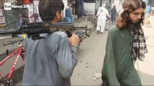 il supermercato mondiale di armi illegali al confine afgano 7
