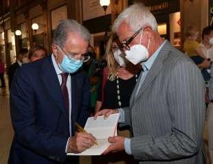 romano prodi firma il libro a giuliano giubilei foto di bacco