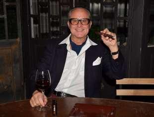saverio ferragina col vino rosso e sigaro foto di bacco
