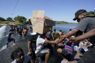stati uniti migranti haitiani in texas 7