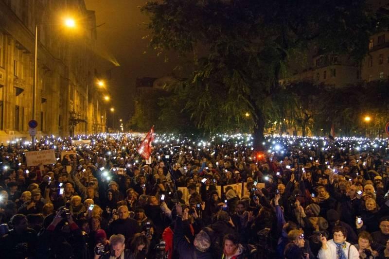 Budapest 26 ottobre 2014 proteste di piazza contro la for Tassa di soggiorno budapest