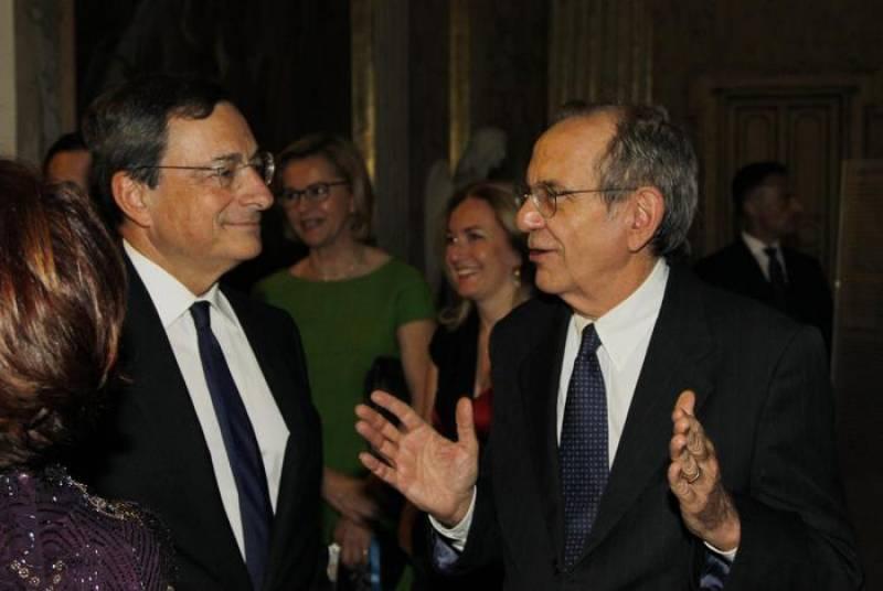 padoan, ministro dell'economia (d), con il presidente della bce mario draghi
