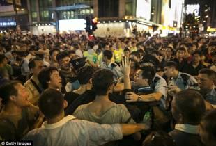 residenti di kowloon a hong kong contro i manifestanti di occupy central