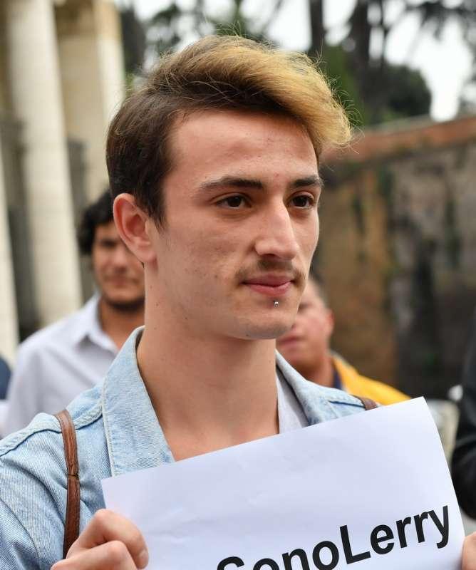 the latest 5478e dcad0 Lerry il ragazzo gay aggredito a piazzale flaminio - Dago ...