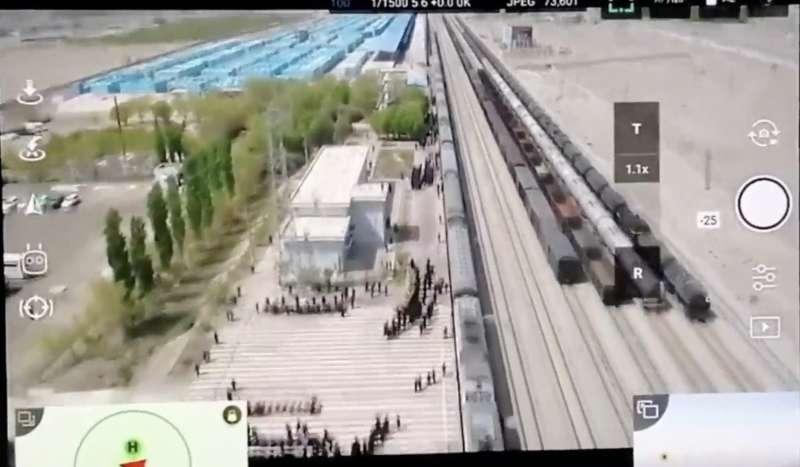 prigionieri uiguri bendati nello xinjiang, in cina 3