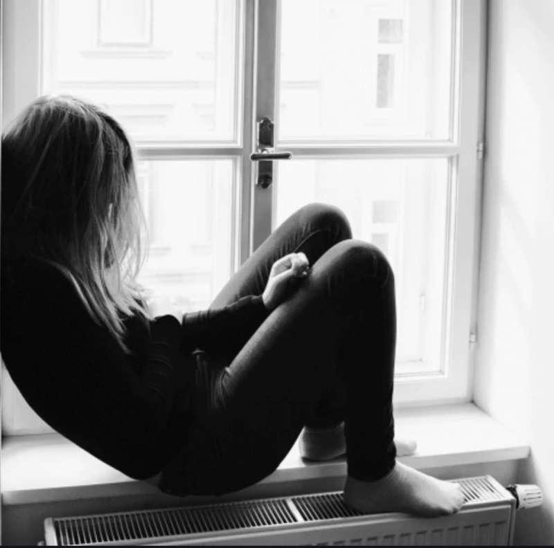 ragazzina depressa 1
