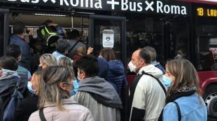 ASSEMBRAMENTO SULL'AUTOBUS ROMA