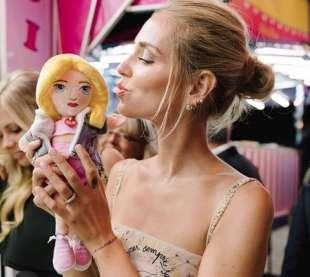 chiara ferragni e la sua bambola