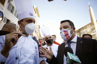 matteo salvini alla protesta dei ristoratori al pantheon 4 12