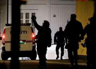 assalto con arco e frecce a kongsberg, norvegia 7