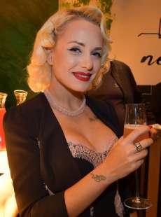 daisy ciotti stella del burlesque foto di bacco